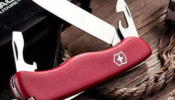 Victorinox Picknicker zsebkés piros